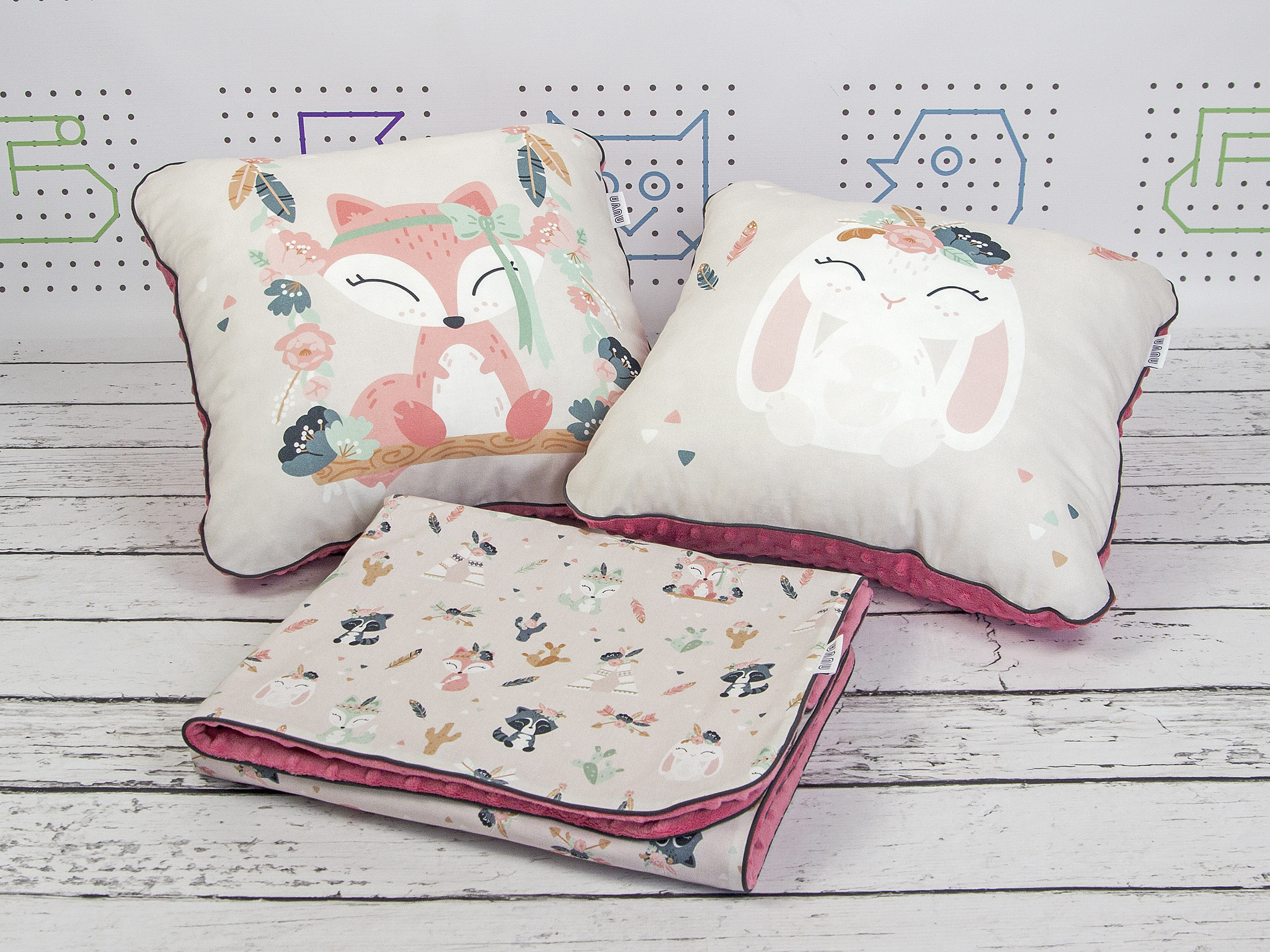 zestaw kocyk i dekoracyjne poduszki
